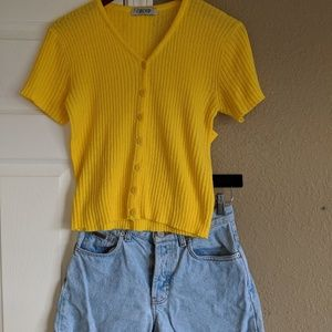 Tops - Yellow ribbed kintted shirt
